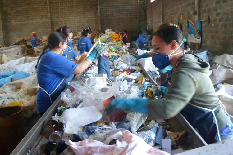 Lei das ONGs: PL exclui contratos entre prefeituras e catadores de recicláveis